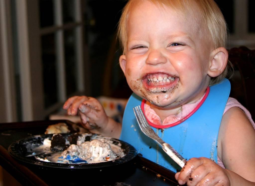 Открытки пятница, смешные картинки ребенок кушает